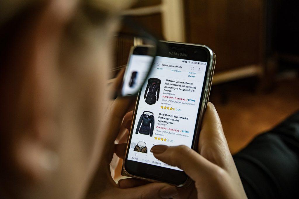 m-commerce statistics image